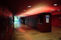 学校内公共区域的储物柜