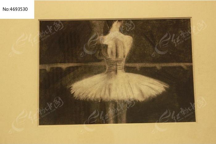芭蕾女孩背影 铅笔画图片