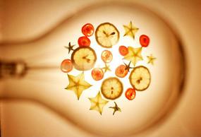 创意灯泡里的水果