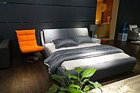 黑白灰色调卧室双人床