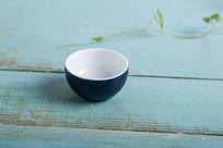 蓝色陶瓷杯