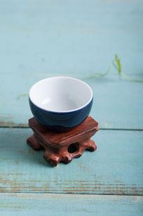 蓝色陶瓷茶碗