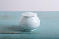 莲花陶瓷茶叶罐