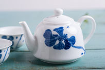 手绘莲花茶壶