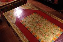 藏族特色手绘桌子