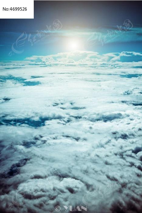 飞机上的蓝天图片