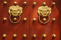 古建筑大门上的铜兽首门环