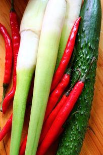 辣椒黄瓜高笋组合蔬菜图