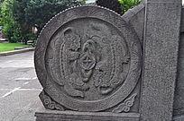 两只麒麟石刻雕像