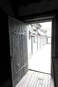 影视基地牢房门