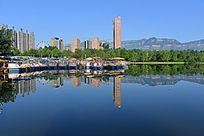 蓝天下的城市风景
