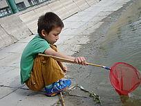 捞鱼的孩子