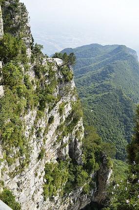 神农主峰崖壁