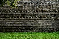高清拍摄古城墙绿草地背景