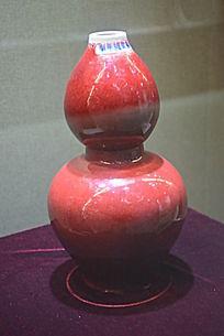 红釉葫芦型瓷器