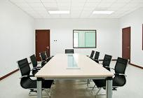 没人的会议室