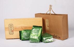 一组绿茶包装