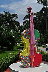 拉大提琴的音乐家雕塑图片图片
