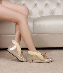 金色豆豆鞋侧