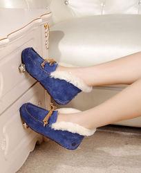 蓝色软底鞋侧面上脚