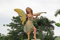 拉小提琴的女孩雕塑