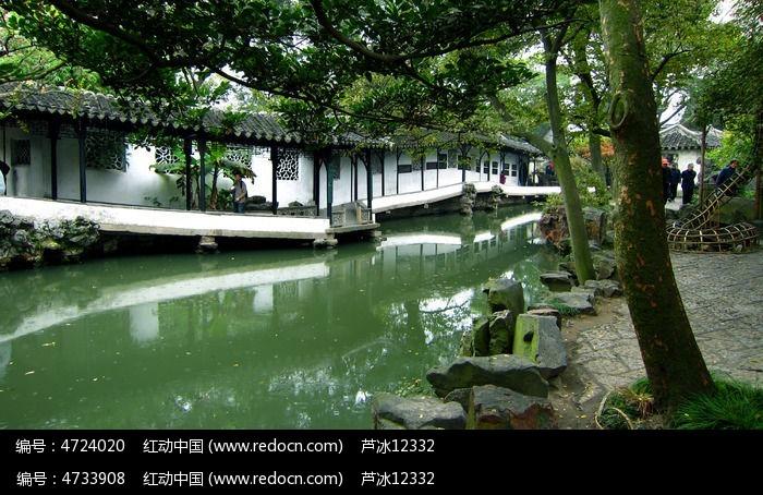苏州园林拙政园水池园艺长廊