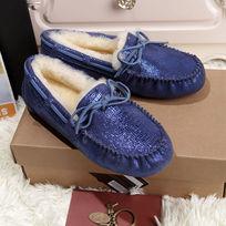 蓝色蜥蜴纹豆豆鞋毛茸茸暖和拍摄