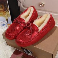 亮红蜥蜴纹鞋子侧面