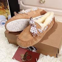 骆驼色豆豆鞋毛茸茸暖和侧面