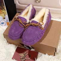 紫色鞋子侧面