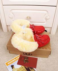 大红色蜥蜴纹长毛暖和冬天穿豆豆鞋摄影