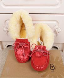 大红色蜥蜴纹长毛暖和豆豆鞋摄影