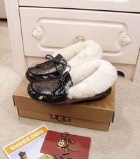 黑银蜥蜴纹豆豆鞋毛茸茸暖和侧面摄影