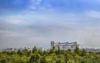 绿色中的化工厂
