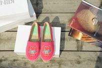 粉红色小鞋子