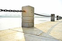 河堤铁链围栏