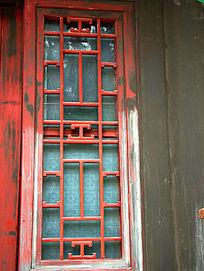 古窗户的木雕刻