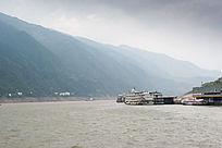 绵延的长江三峡山峰