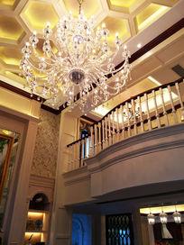 别墅挑高水晶吊灯