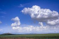 草原上空欢乐的云