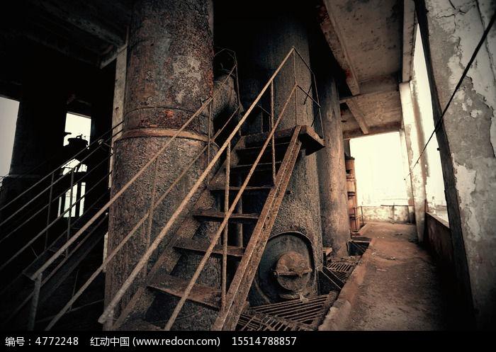 废弃工厂楼梯图片