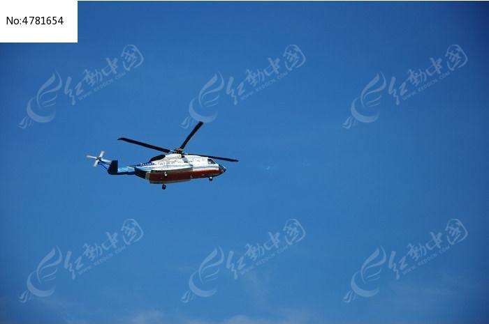 飞行的直升飞机图片,高清大图