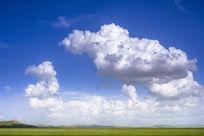 蓝蓝的天上白云飘