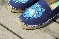 蓝色鞋子布鞋