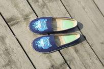 蓝色鞋子漂亮
