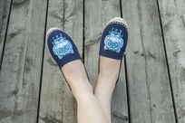 全棉手工艺布鞋蓝色上脚鞋拍摄漂亮