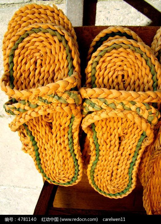 手工编织的草鞋