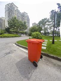 小区里的垃圾桶