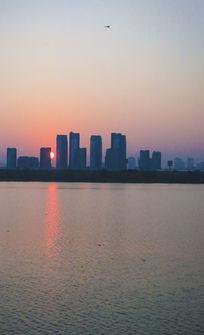 城市的日出