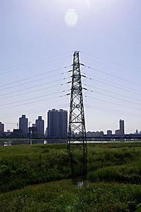 渭河边的天线塔
